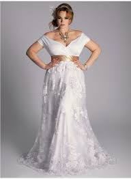 wedding dress styles for petite curvy brides