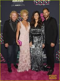 kimberly schlapman pharrell williams joins little big town on cmt awards 2016 red