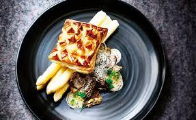 cuisiner les morilles recette de feuilleté d asperges aux morilles fraîches par marc haerbelin