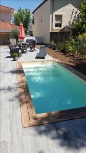 petite piscine enterree les 25 meilleures idées de la catégorie margelle piscine sur