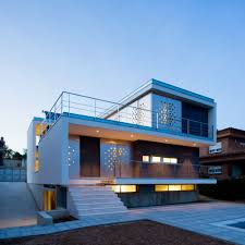 ch v house designed by aguilera guerrero keribrownhomes backyard