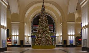 lampenladen dresden der weihnachtsbaum in hauptbahnhof dresden foto u0026 bild