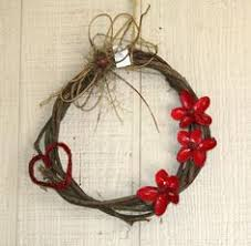 12 eclectic wreaths that are anything but fashioned