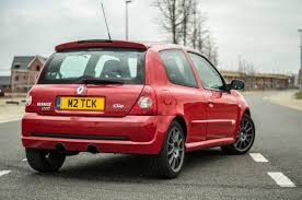 clio renault 2005 renault clio reaches 25 here is their hatch past carwitter