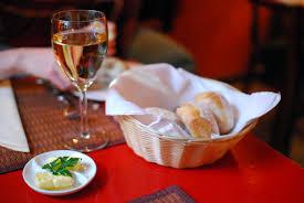 Cuisine En Rouge by File Vin Blanc Au Restaurant Czerwone Drzwi Porte Rouge De