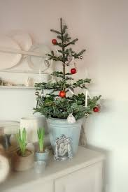 small christmas tree 44 space saving christmas trees for small spaces digsdigs small