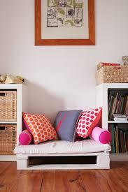 meubles cuisine ind endants banquette enfant à partir d une palette idées pour la maison