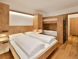 Schlafzimmer Im Chalet Stil Edelweiß Arlberg Chalets