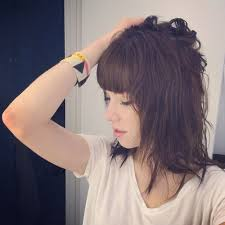 carly rae jepsen hairstyle back see carly rae jepsen s dramatic hair makeunder twist
