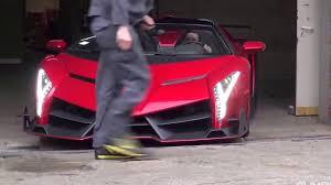 lamborghini veneno la dificultad de sacar del garaje un lamborghini veneno roadster