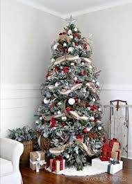 Christmas Decorations For Real Tree by Best 25 Flocked Christmas Trees Ideas On Pinterest Artificial