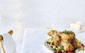 cuisiner les airelles dinde farcie pommes choux de bruxelles et airelles cuisine et
