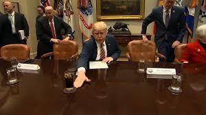 trump s desk internet loses it over trump u0027s unusual quirk cnn video