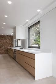cuisine corian réalisation d une cuisine en bois et plan de travail en corian
