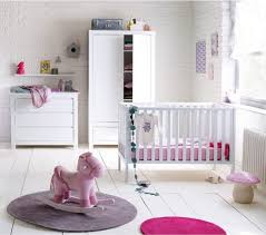 chambre fille et blanc chambre bébé fille