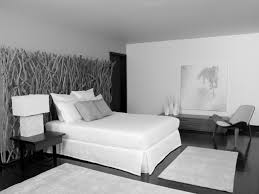 what color bedding goes with grey walls and white wallpaper best