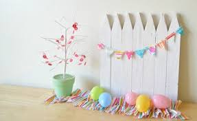 easter backdrops make a mini white picket fence out of wood stakes use it as a
