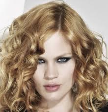 modele de coupe de cheveux mi coupe de cheveux ado chatain cheveux frisés printemps