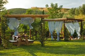 giardini con gazebo podere caini gazebo e barbecue