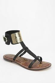 black sandals best 25 t strap sandals ideas on pinterest black flat sandals