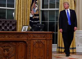 White House Oval Office Desk Turning The Lens On Cnn