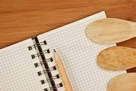 cahier cuisine cahier pour des recettes culinaires sur une cuisine image stock