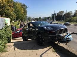 maroon porsche alfa lt avarija ozo gatvėje u201eporsche u201c atsidūrė ant laiptų
