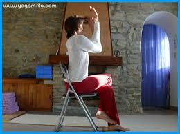 posture bureau au bureau garudasana sur une chaise l intention de la posture
