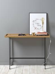 console pour chambre avec design rétro la console s empare de matériaux bruts pour