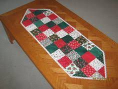 traditional quilted christmas table runner jennymsquilts
