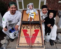 Cute Family Halloween Costume Ideas Coolest Pest Control Family Costume Catch That Mouse