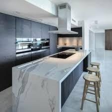 plan central cuisine plan de travail marbre pour une cuisine pleine de caractère