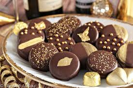 glittery gold chocolate dipped oreos