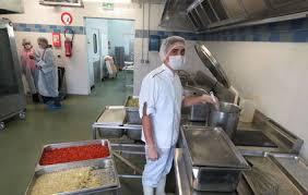 cuisine centrale elior montereau propose un menu végétarien à la cantine le parisien