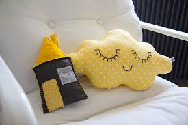 deco chambre jaune et gris la chambre de bébé est prête mon à sotte