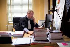 bureau du procureur en immersion au cœur de la justice sinistrée le parisien