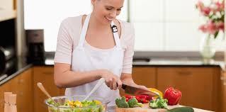 femme qui cuisine illicook le site qui cuisine presque à votre place femme