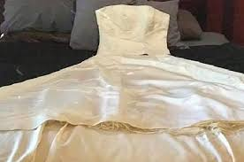 sell wedding dress tries to sell ex s wedding dress for money