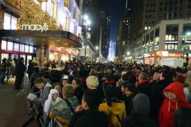 saks fifth avenue black friday thanksgiving and black friday sale hours guide ny daily news
