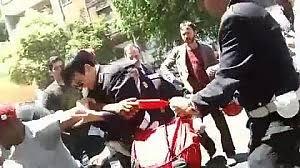 giornale porta portese annunci auto usate porta portese la folla difende l ambulante fermato dai vigili