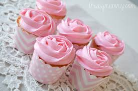 Easy Icing Flowers - how to make icing roses on cupcakes with a 1m tip the diy mommy