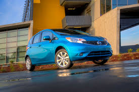 compact nissan versa note 2014 nissan versa note attempts to strike a chord with small