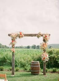 wedding arch log 17 beste ideeën plattelandse bruiloft gewelven op