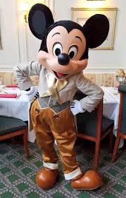 Disneyland Hotel 1 Bedroom Suite Floor Plan by Best 20 Hotels In Disneyland Paris Ideas On Pinterest