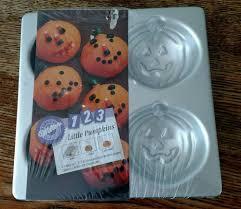 wilton halloween cakes wilton halloween 4 little mini pumpkin pan jack o u0027 lantern cup