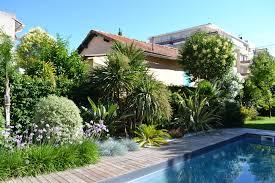 amenagement piscine exterieur cuisine piscine terrasse en bois amã nagement paysager avec de