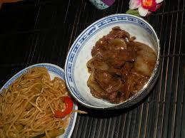 cuisine chinoise boeuf aux oignons nouilles sautées au boeuf et oignons la cuisine de