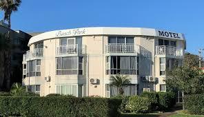 Wollongong Beach House - beach park motel