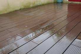 nettoyage terrasse bois composite terrasse composite un an plus tard entretien et vieillissement