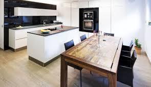 offene küche mit kochinsel wohnküche mit kücheninsel bei plana küchenland gestalten